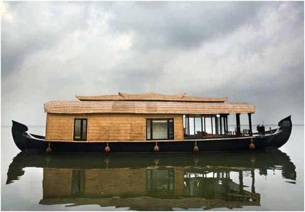 House Boat in Sri Lanka